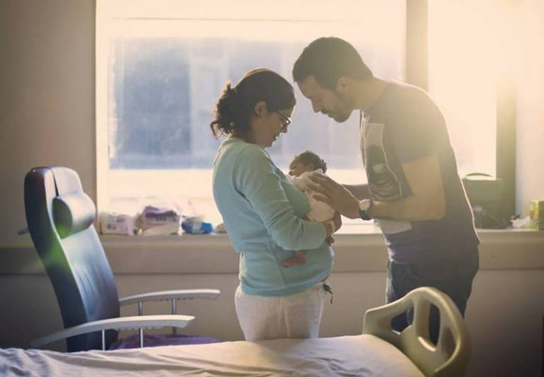 Hacienda devolverá también el IRPF de los permisos de paternidad de los últimos cuatro años